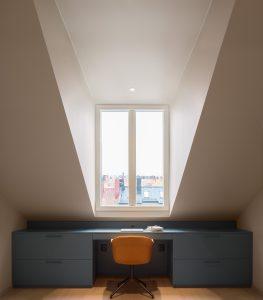 Platsbyggt skrivbord av Lerch snickeri & inredningar