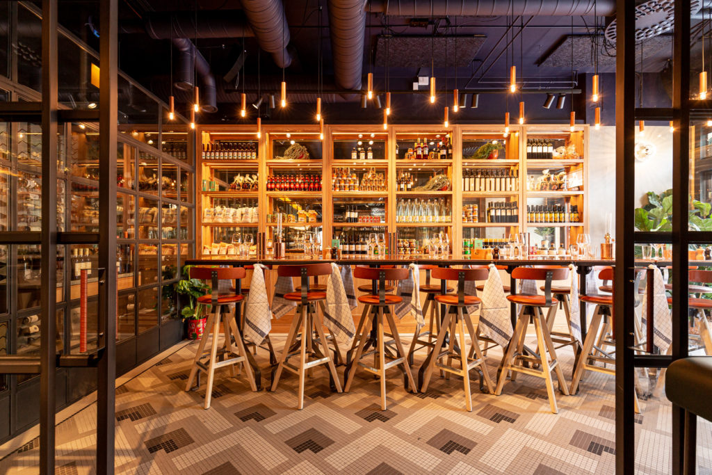 Boqueria Åre restaurang, bord och vinhylla