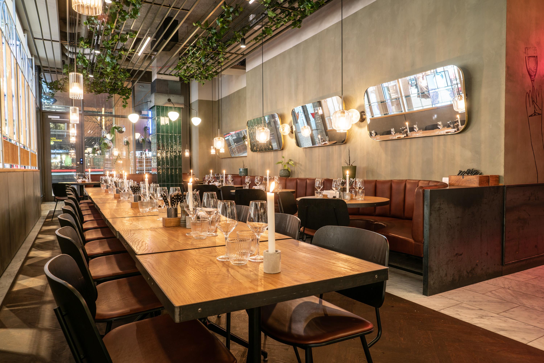 Art Deco inspirerade speglar och belysning restaurang Regeringsgatan 21