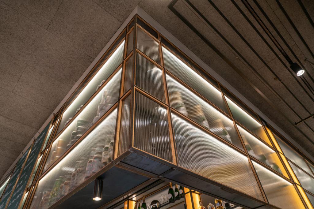 Detalbild på barhylla restaurang Regeringsgatan 21