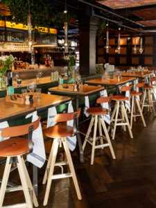 Restaurang Boqueria Åre bord och barstolar