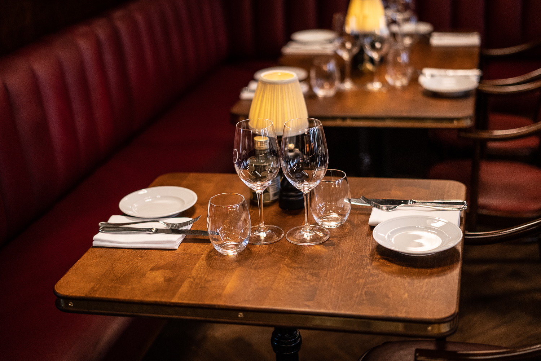 Dukat bord restaurang Gioia Lerch träinredningar