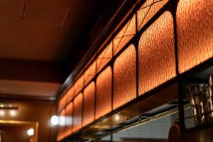 Köksinramning på restaurang Tennstopet Grill Lerch Träinredningar