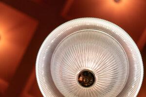 Lampa detalj på restaurang Tennstopet Grill Lerch Träinredningar