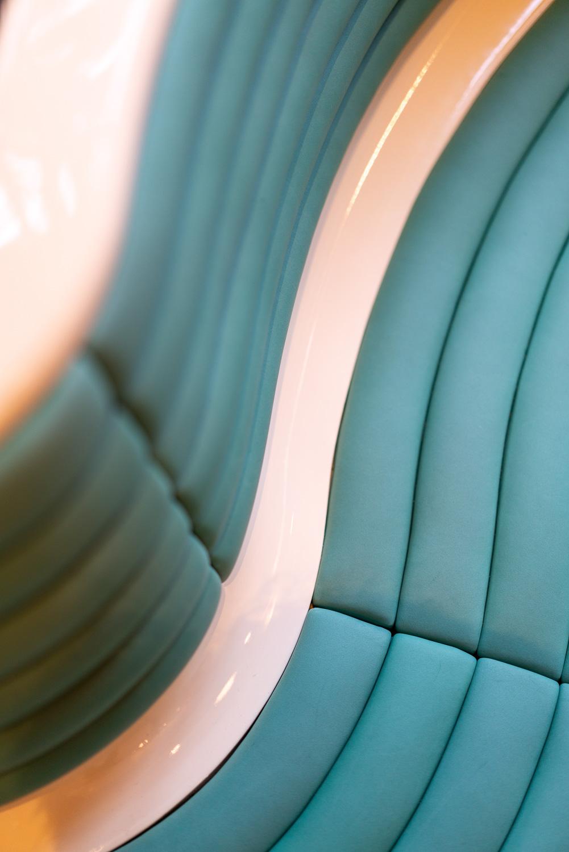 Platsbyggd soffa detaljbild på restaurang Jaqueline's Lerch Träinredningar